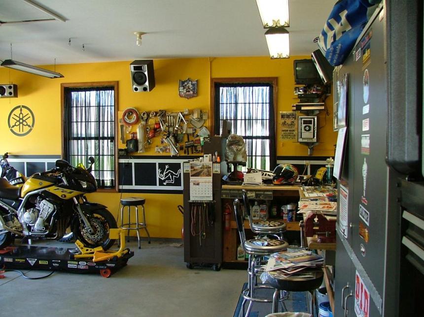 Garage workshop pictures page 2 for Garages and workshops