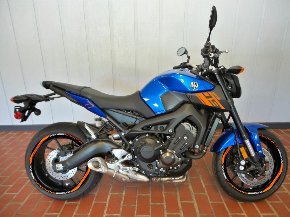 Blue or Black!!!!!!!!!-img_2367.jpg