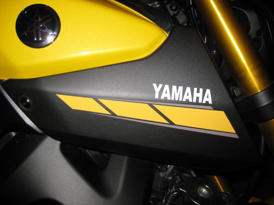 Alternative decals for air intake cover